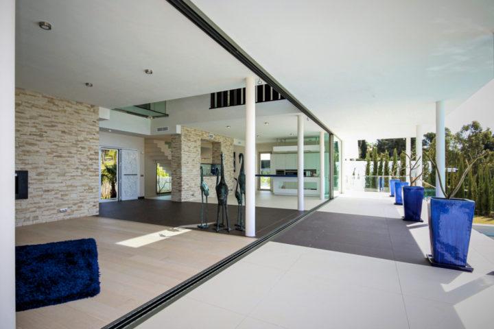 esencialidad-terraza-villa-estilo-minimalista