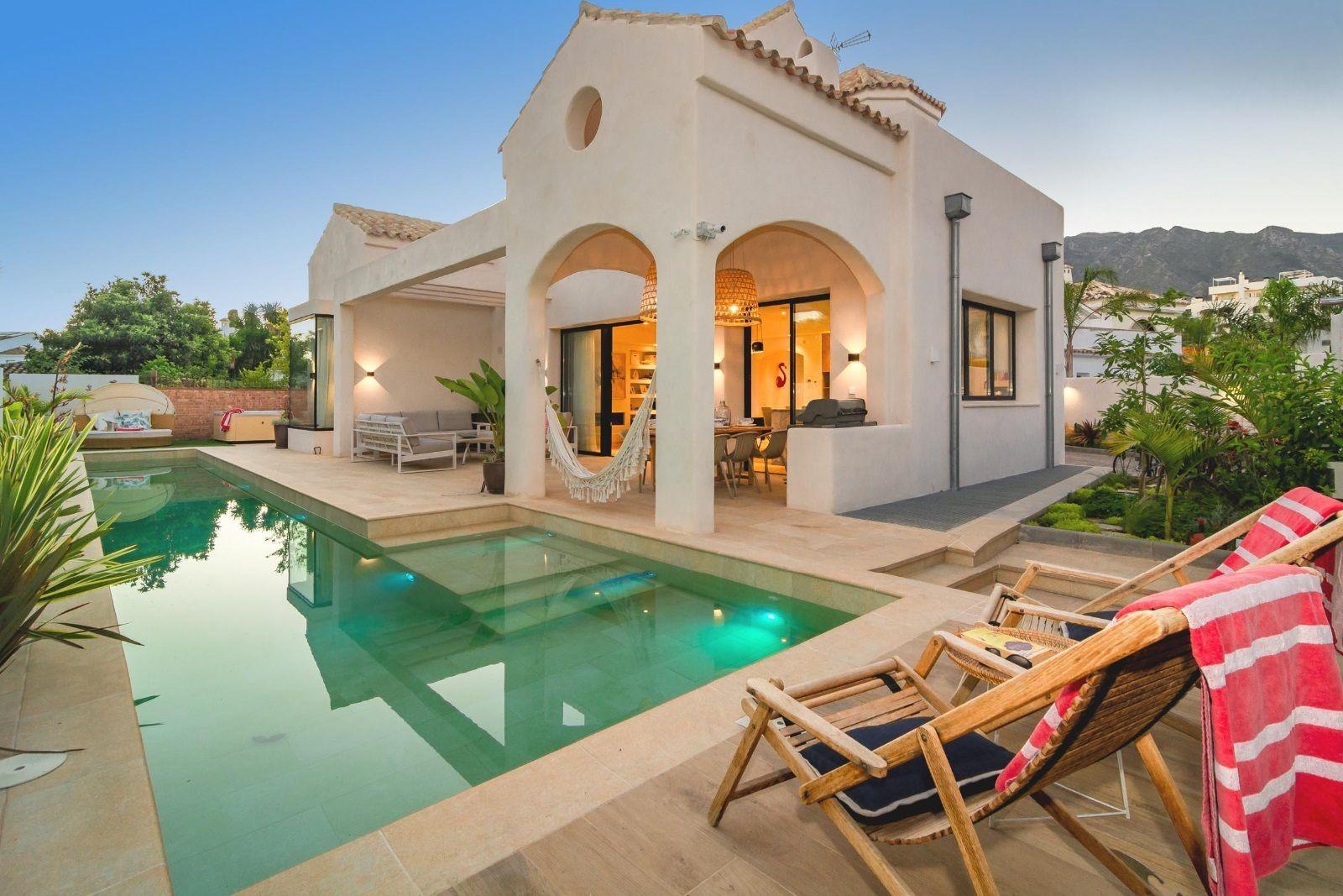 Luxury villa in La Milla de Oro, Marbella