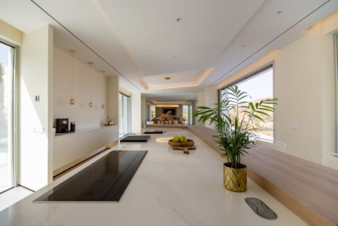 american-kitchen-in-luxury-house-for-sale-in-mijas-costa