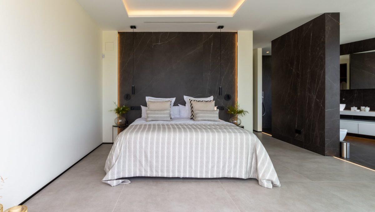 bedroom-in-luxury-house-for-sale-in-mijas-costa