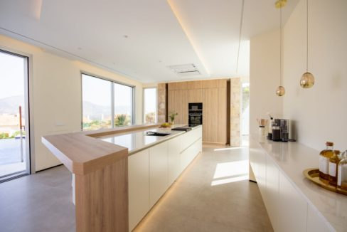 big-american-kitchen-in-luxury-house-for-sale-in-mijas-costa