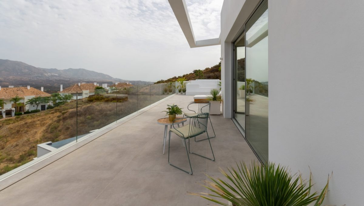 chill-out-and-terrace-in-house-for-sale-mijas-costa