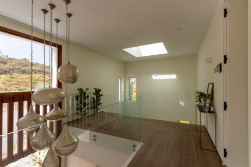 design-lamps-in-luxury-house-in-mijas-costa
