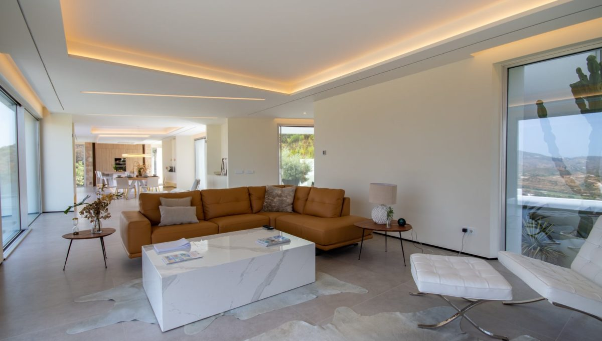 enormous-open-space-with-living-room-and-kitchen-in-house-for-sale-mijas-costa