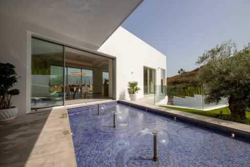 external- fountain-in-luxury-house-for-sale-in-mijas-costa