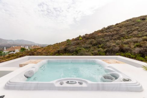 jacuzzi-in-luxury-house-for-sale-in-mijas-costa