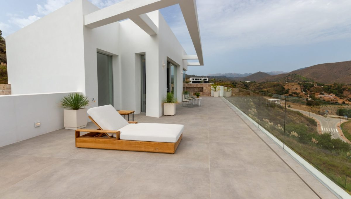 terrace-with-chill-out-in-house-for-sale-in-mijas-costa