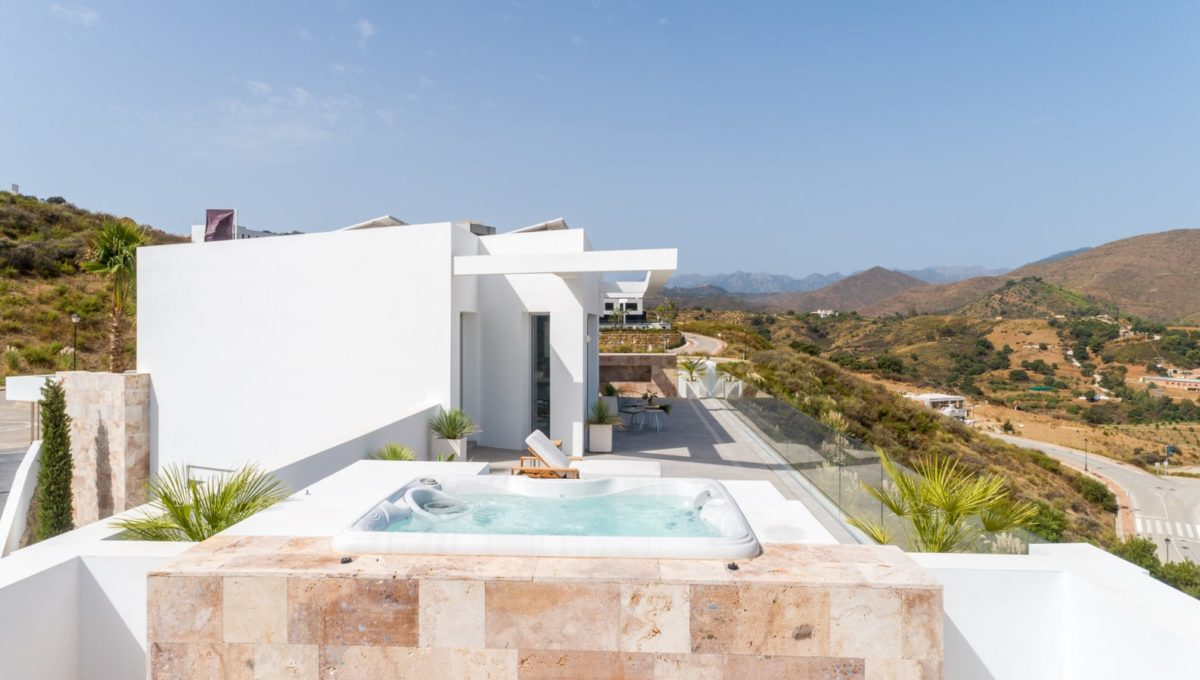 terrace-with-mountain-view-from-house-in-mijas-costa