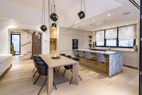 american-kitchen-luxury-house-for-rent-in-marbella