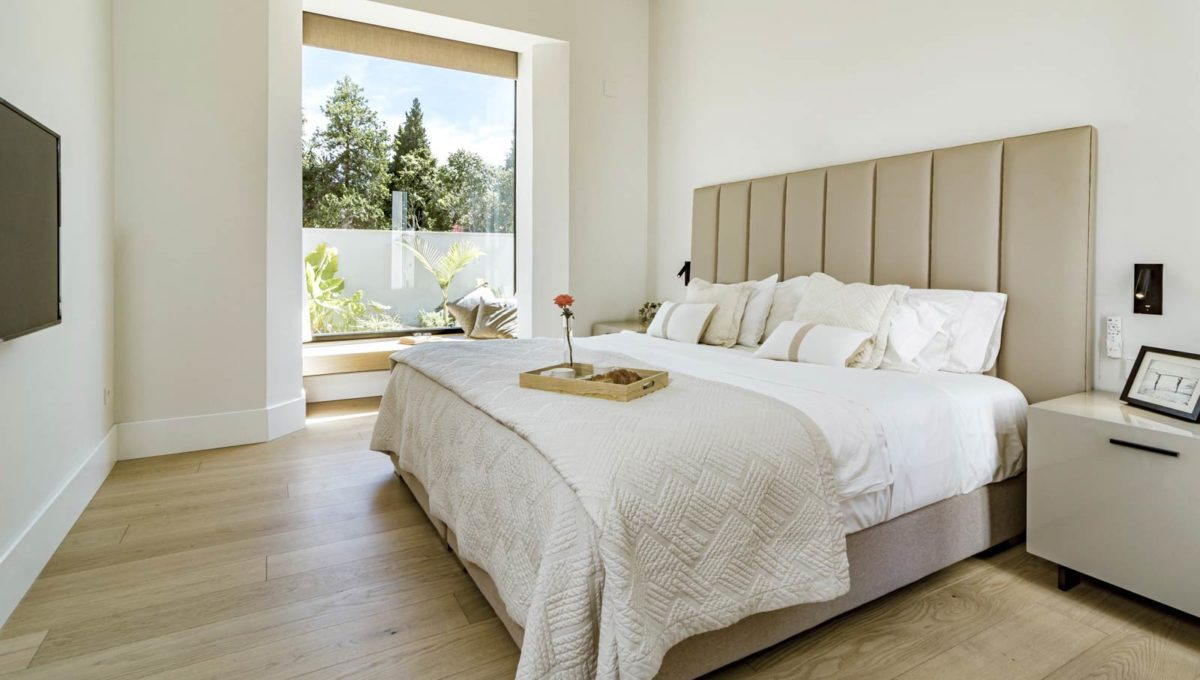 bedroom-with-private-terrace-luxury-house-for-rent-marbella