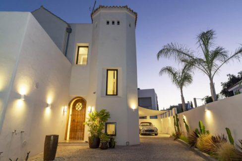 facade-luxury-house-for-rent-in-marbella