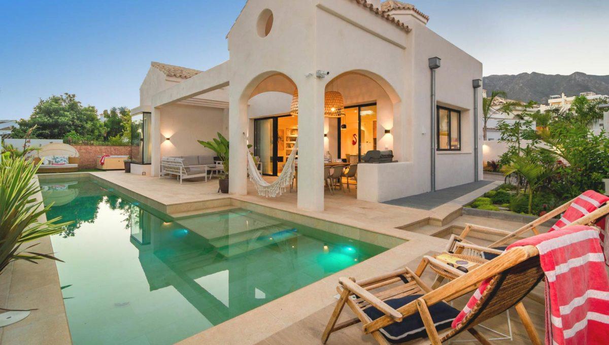 swimming-pool-luxury-villa-for-rent-in-marbella