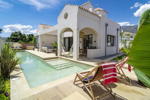 swimming-pool-of-luxury-house-for-rent-marbella
