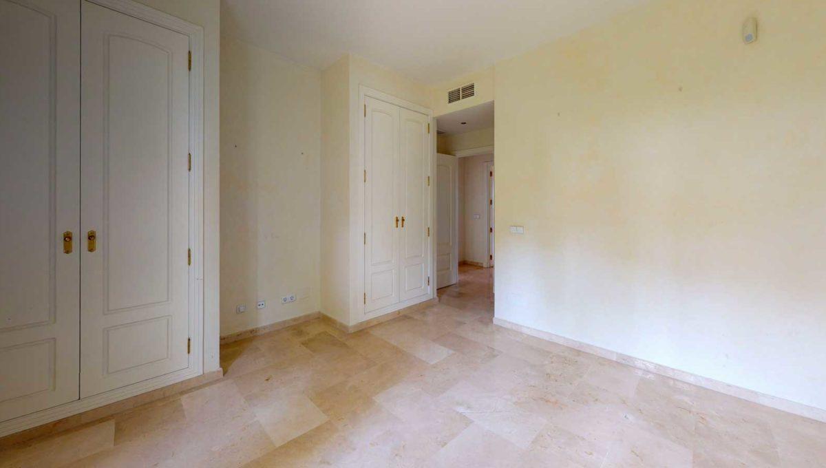 dormitorio-con-armarios-empotrados-apartamento-venta-monteros-marbella-2081