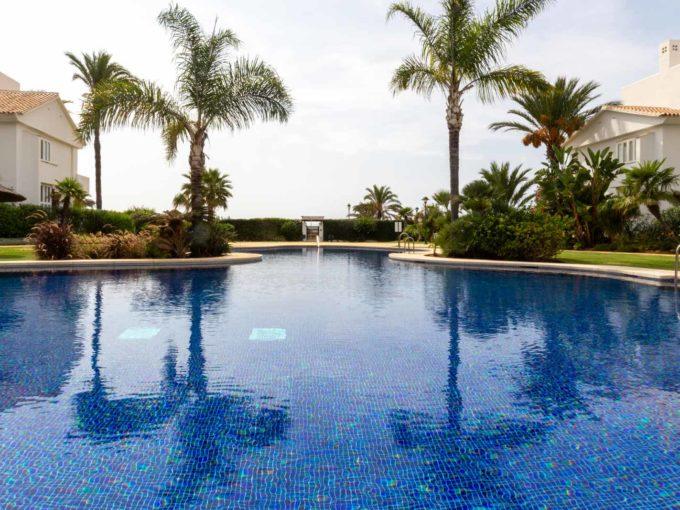 piscina-comunitaria-monteros-marbella