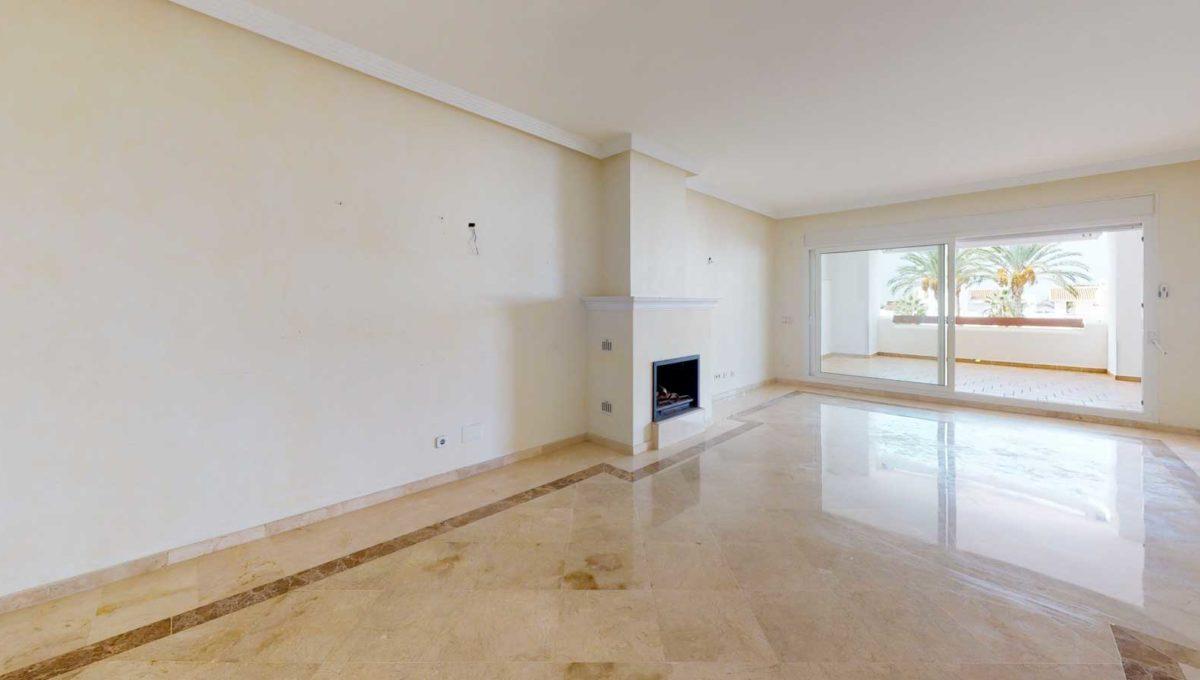 salon-con-chimenea-apartamento-venta-monteros-marbella-2081