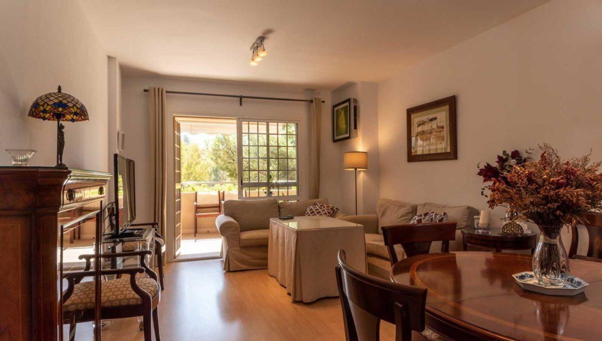 salon-con-salida-terraza-piso-cerrado-calderon-malaga-capital-2117