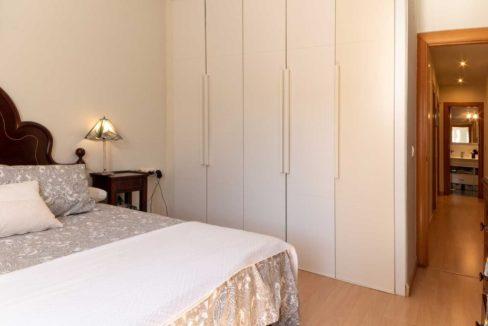 dormitorio-principal-con-armario-piso-cerrado-calderon-malaga-capital-2117