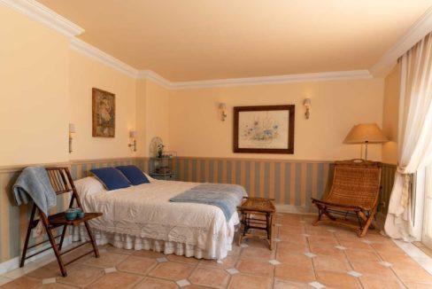 vista-lateral-dormitorio-principal-villa-lujo-venta-guadalmina-marbella-2116
