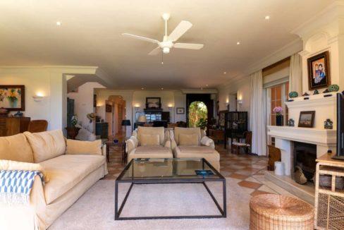 Villa de lujo en primera línea de playa en Marbella