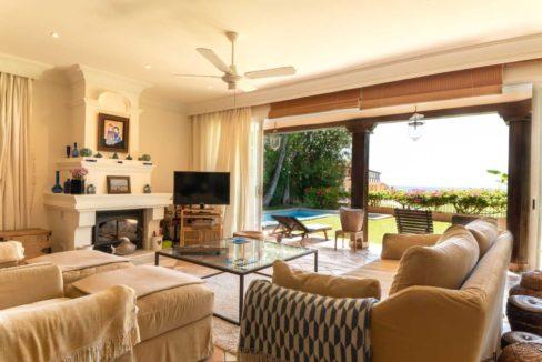 salon-salida-terraza-villa-lujo-venta-guadalmina-marbella-2116